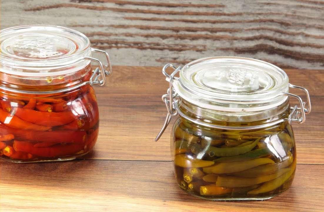 Peperoncini piccanti in olio evo